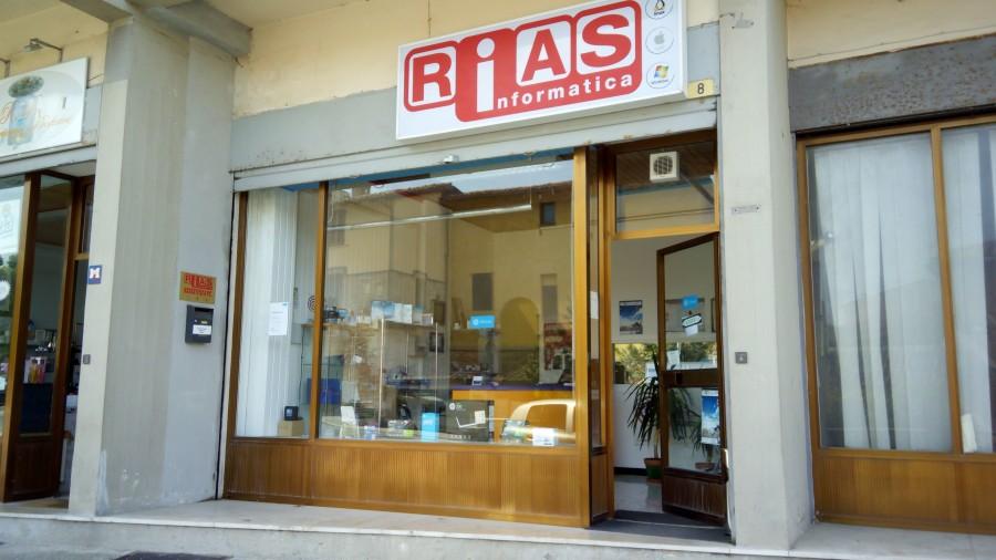 Rias-negozio-facciata-900x506